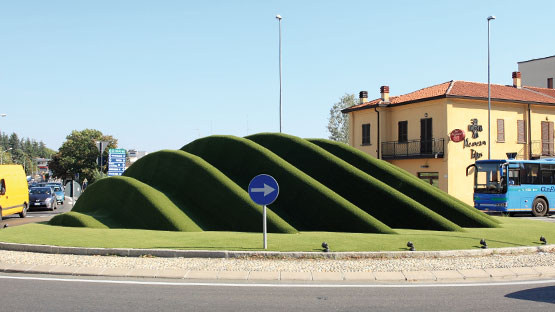Posa erba sintetica per l'arredo rubano