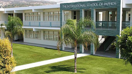 Posa erba sintetica per le scuole