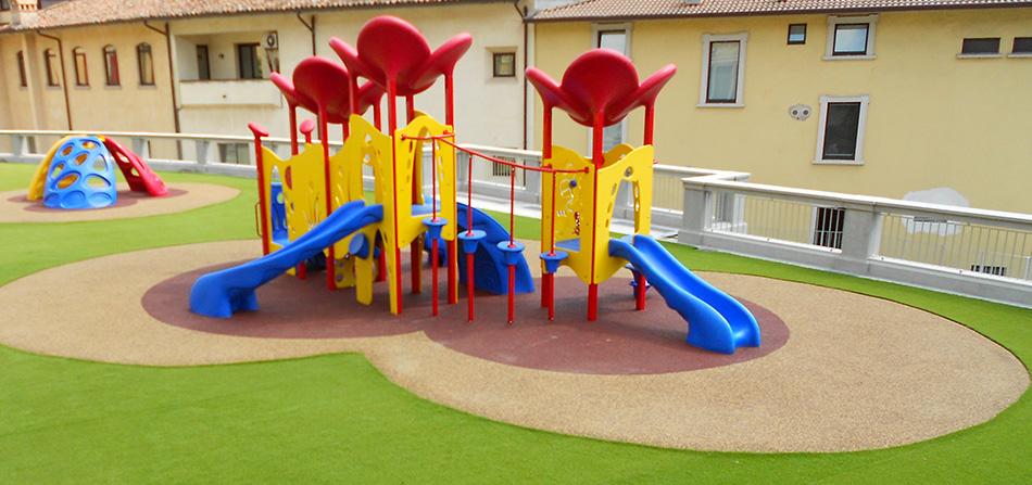 erba sintetica per aree gioco e asili