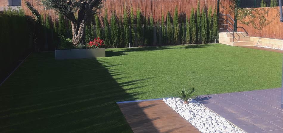 Erba sintetica la soluzione per il tuo giardino di casa for Accessori per terrazzi e giardini