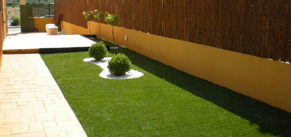 Erba sintetica la soluzione per il tuo giardino di casa - Erba sintetica da giardino ...