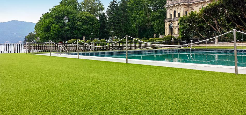erba sintetica giardino e piscina