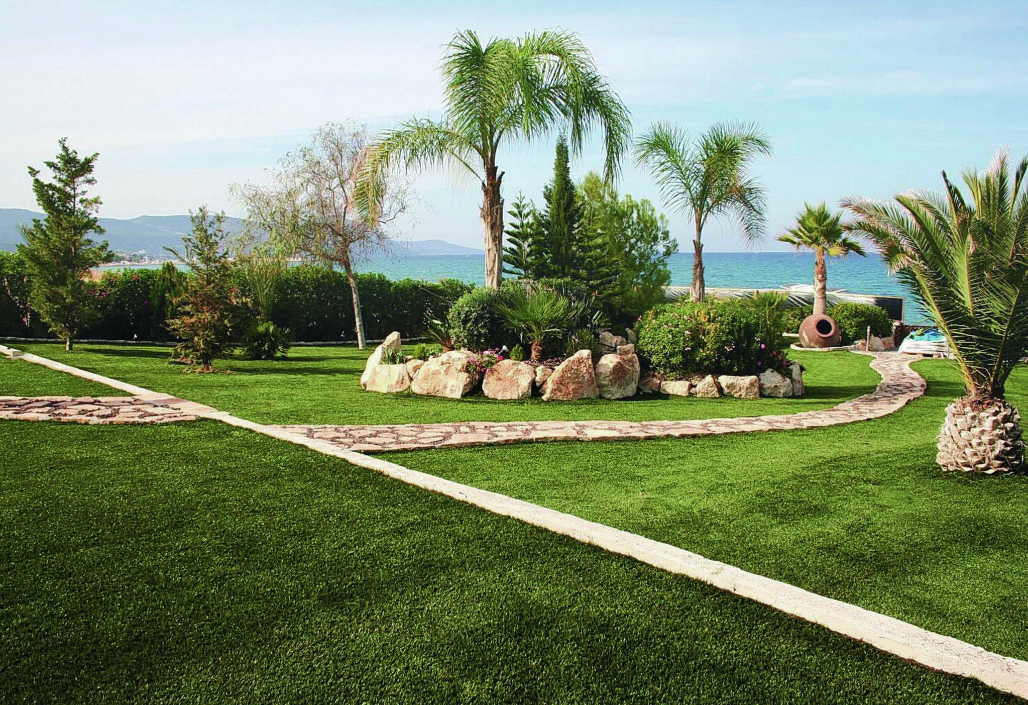 Scopri l 39 erba sintetica per eccellenza per giardini e terrazze - Erba finta per giardino ...