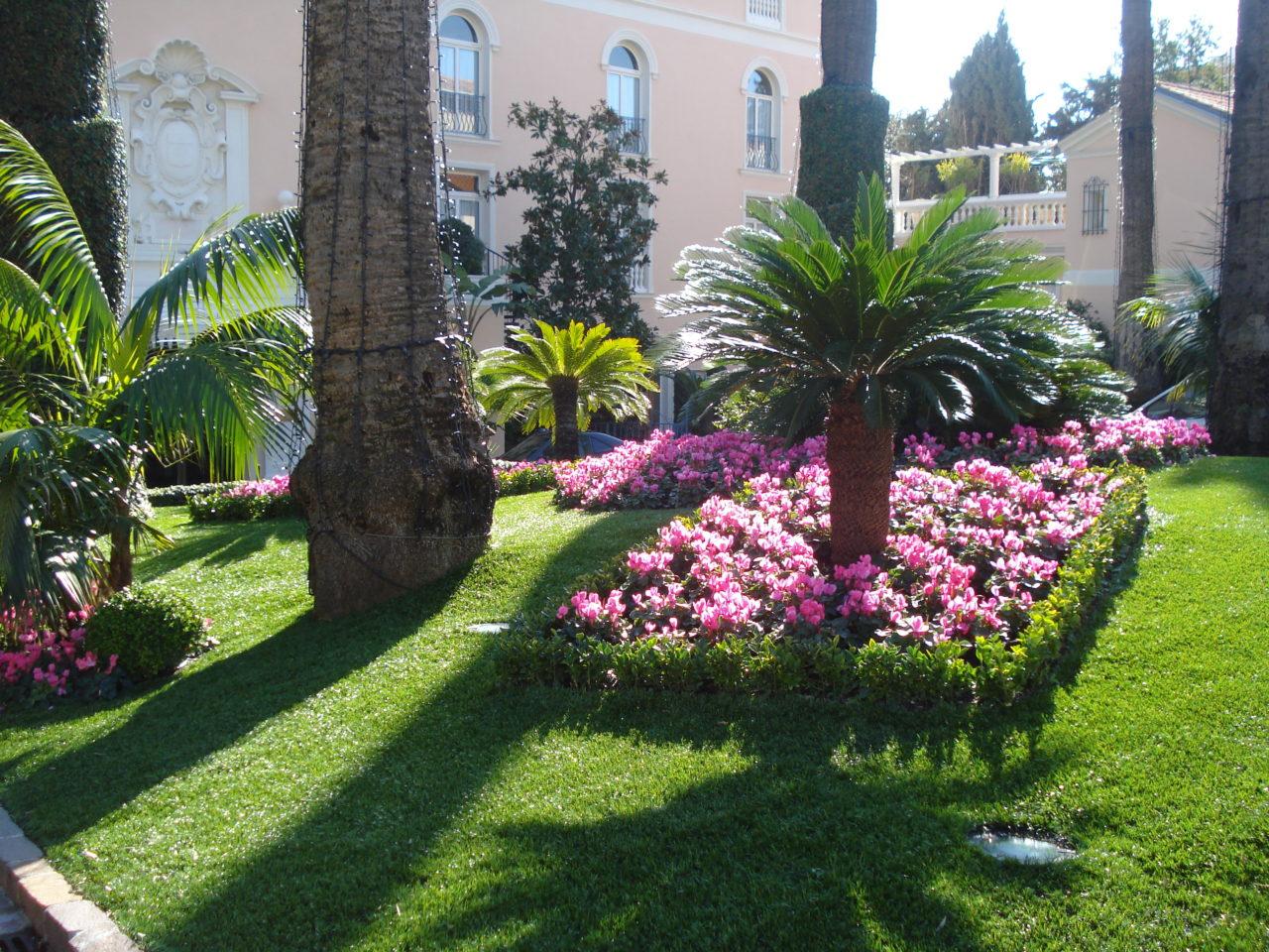 Arredo giardini oggi e un vero cult grazie all 39 erba - Erba sintetica da giardino ...