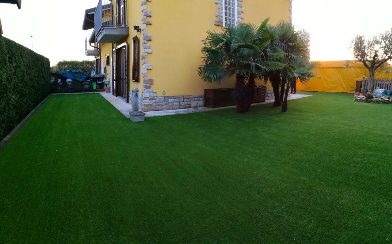 Niente ansia con l erba sintetica per giardini terrazze - Giardini con erba sintetica ...