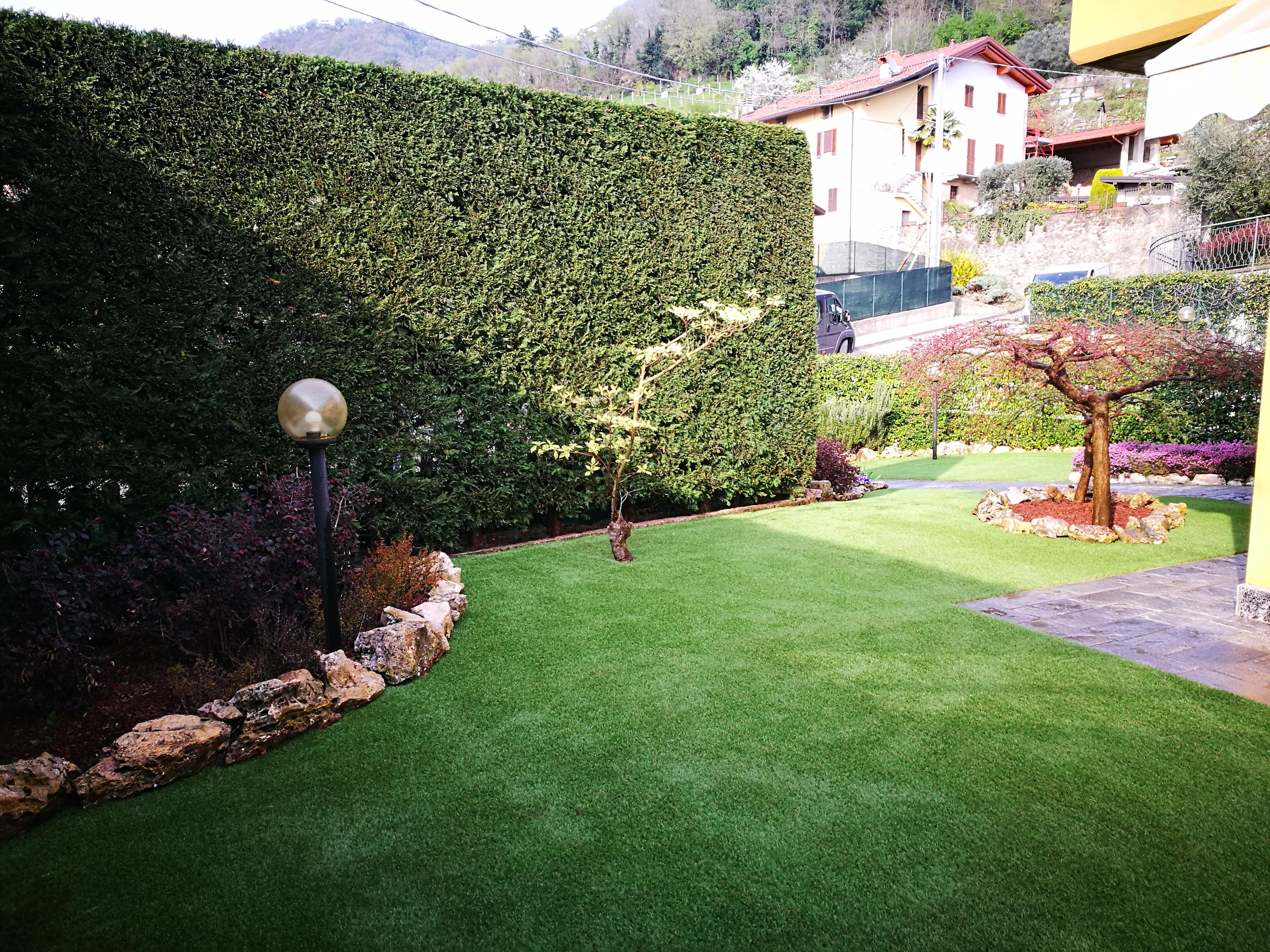Nessun problema se in giardino c e l erba sintetica - Erba sintetica da giardino ...
