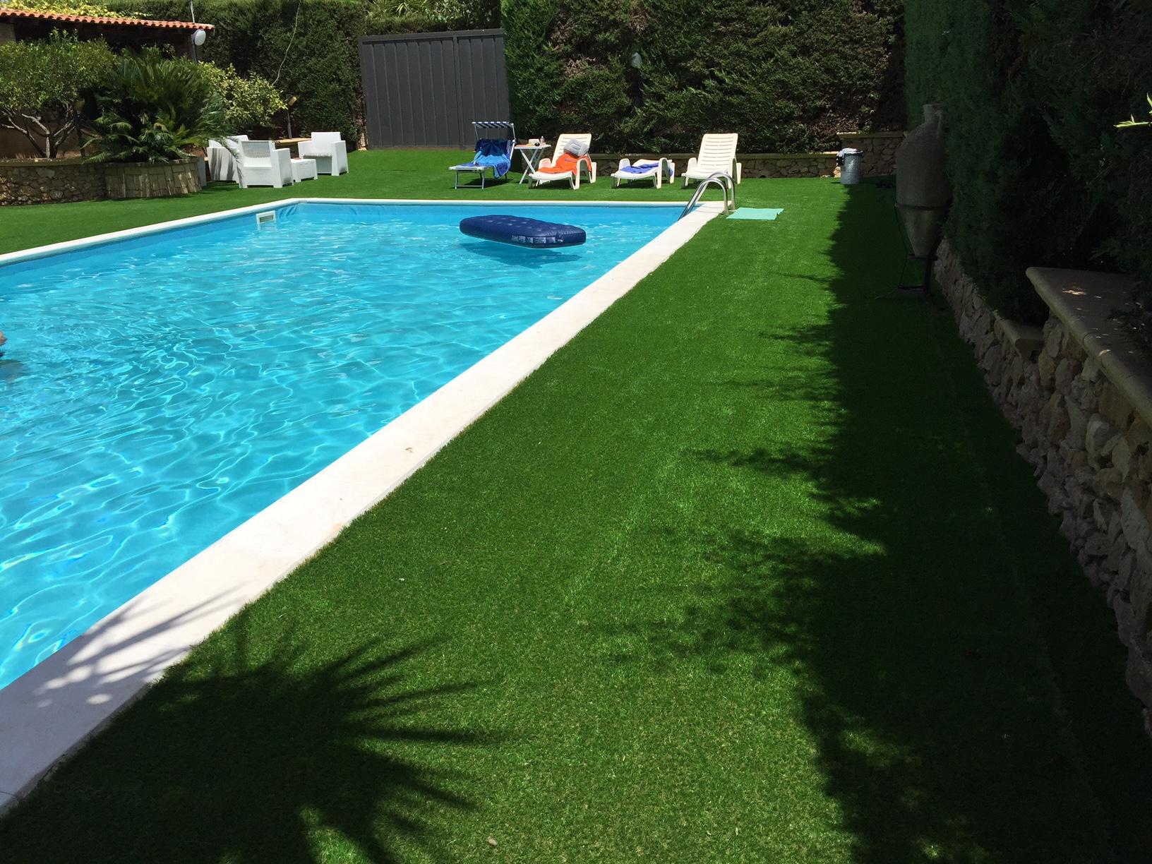 Prato sintetico per giardino svago senza pensieri - Idee per giardino senza erba ...