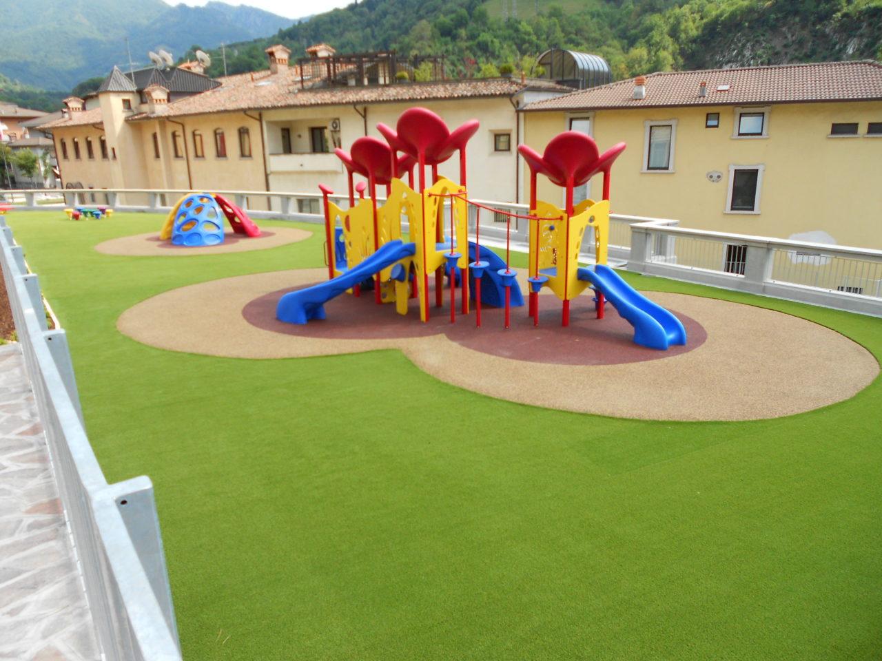 parco-giochi-in-erba-sintetica