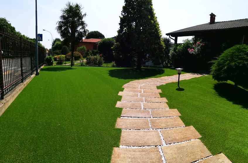 l 39 erba sintetica per arredare con originalit il tuo giardino
