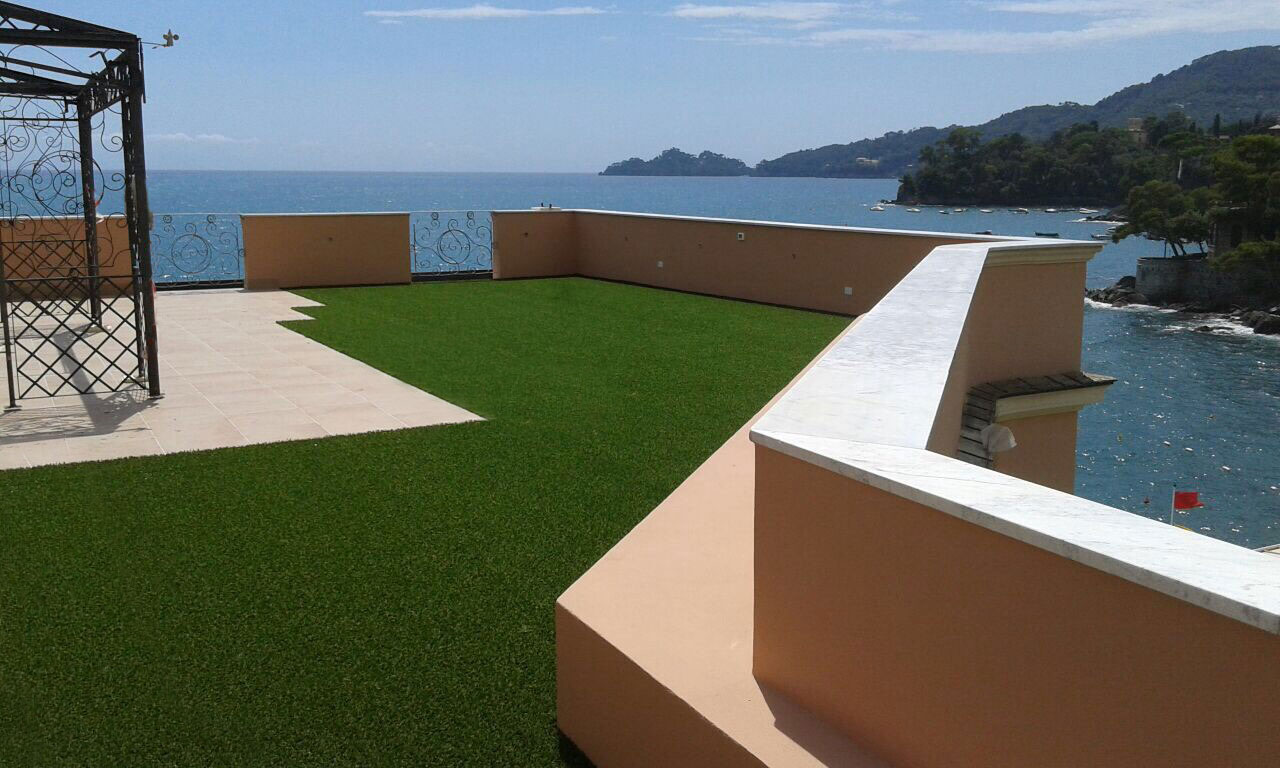 Attico-erba sintetica terrazza rapallo