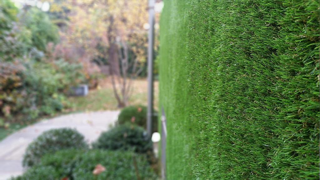 Giardino verticale pi facile se con erba sintetica for Arredo urbano in inglese