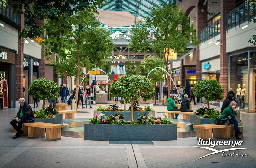 Giardini nei centri commerciali, perché l'erba sintetica è la soluzione migliore