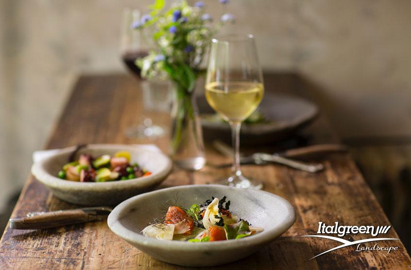 6 idee per mangiare in giardino con stile tavolo
